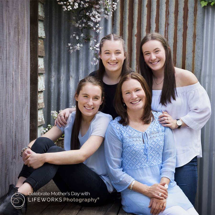 Mum with daughters