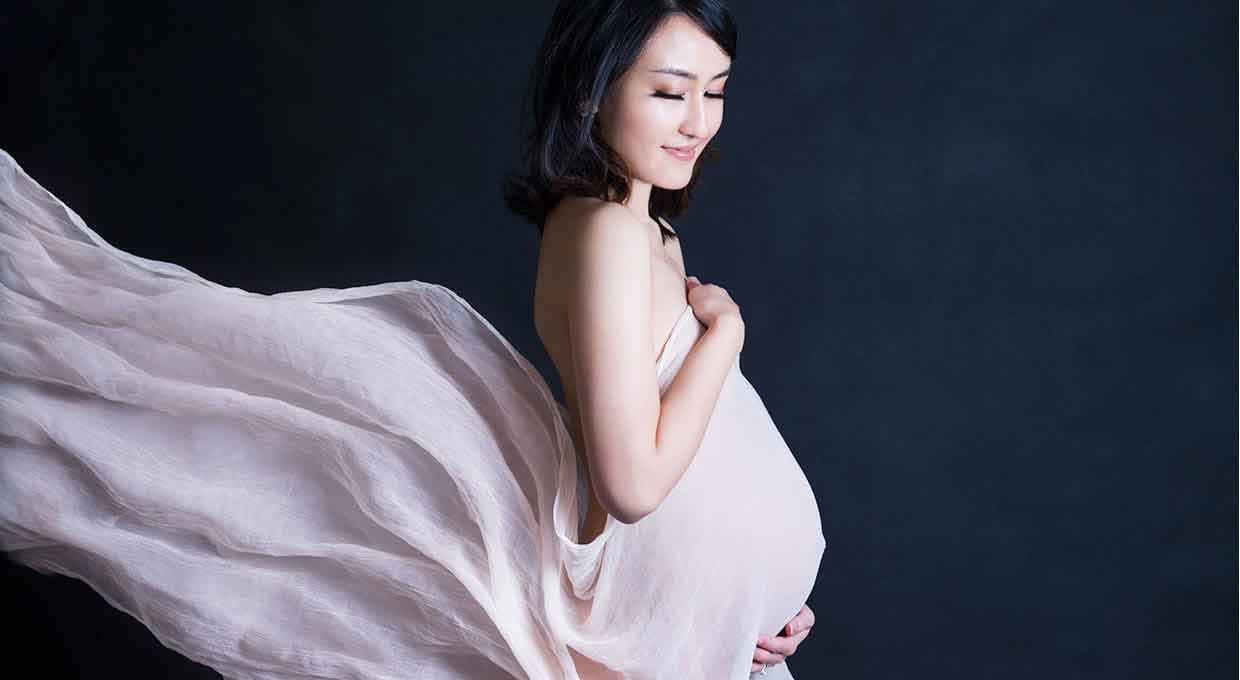 Lifeworks Pregnancy photography is flattering, photographed in a private studio in Northcote, Melbourne