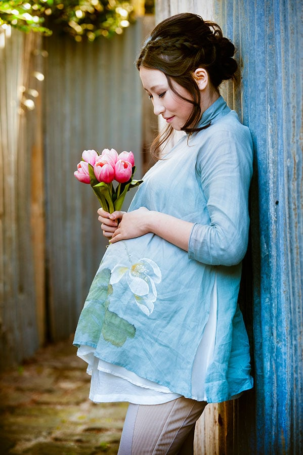 Afternoon light in the outdoor studio at Lifeworks Photography Melbourne of pregnant woman in a maternity session
